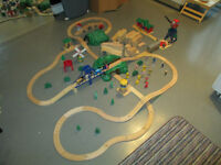 Thomas the Train & Thomas compatible pieces - Huge Lot 200+ pcs!