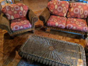 Complete Wicker Set in Excellent Condition