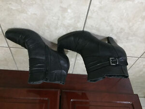 Leather boots $5! Size 9