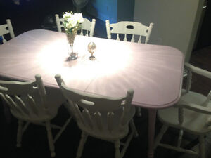Refinished table and 6 chairs West Island Greater Montréal image 1