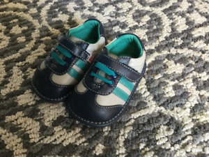 New Hide and Squeak Baby Shoes - Size 3