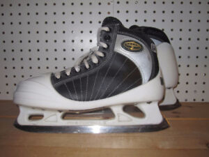 Senior Goalie Skates Size 7 (CCM Tacks 652)