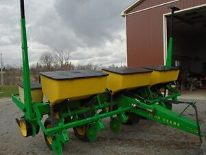JD6row corn planter Int. 21 seed drill NH manure spreader, cult.