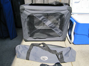 Folding portable DOG DIGS medium dog cage, excellent condition