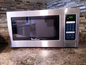 Moulinex 1.1 Cu Ft Countertop Microwave