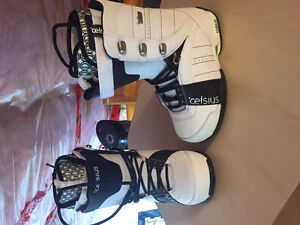 LIKE NEW CELCIUS MEN's 8.5 boots