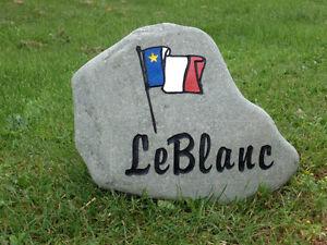 Acadian engraved stones   Pierres avec drapeau acadien
