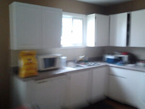 ROOM FOR RENT - MAY 1