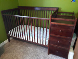 2-in-1 crib. With mattress
