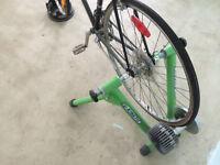 Kinetic Road Machine Fluid Trainer: Support à vélo stationnaire