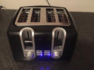 4-slice Black & Decker toaster