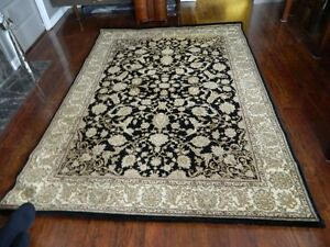A BEAUTIFUL AREA RUG 7 1/4 FT X 5 1/4 FT
