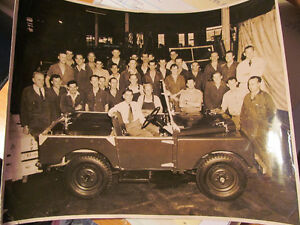 LANDROVER PHOTOGRAPH 1000TH OF THE ASSEMBLY LINE