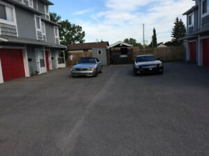 Townhouse/Condo FOR SALE! Bowness!