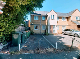 1 beds ground flat in manor park e12