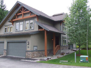SUMMER VACATION? LONE WOLF - 4BR PANORAMA HOME AVAILABLE!