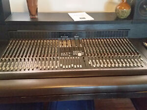 Console Soundcraft Ghost 32 x 8 x 2