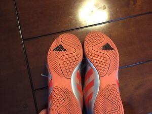 Girls Soccer Shoes Size 8.5 London Ontario image 2