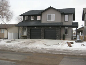beautiful 3 Bedroom (2000 ft2) Available March 1st