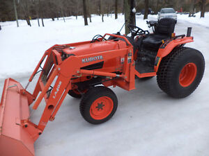 KUBOTA B7800 4X4 TRACTOR WITH LOADER