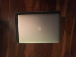 "Macbook Pro 13"", modèle 2015 en excellente condition"