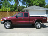2003 DODGE DAKOTA SXT - 4X4  -5 SPEED - PARTS ONLY - $750