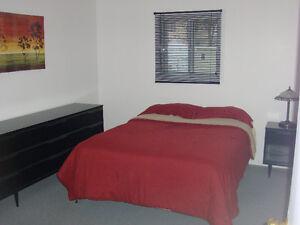 Chambre à louer tout meublée 150$  semaine / Entrée privée