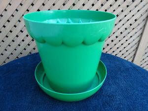 Large Plastic Flower and Plant Pots Cornwall Ontario image 5