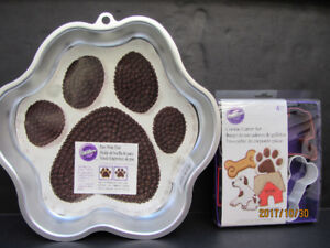 """PAWPRINT"" CAKE PAN by Wilton - NEW!"