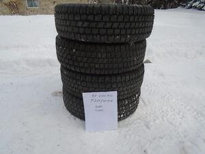 4 pneus BF GOODRICH avec clous P205/75/R14