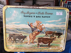 ROY ROGERS DALE EVANS 1950s LUNCH BOX - PARKER PICKERS -
