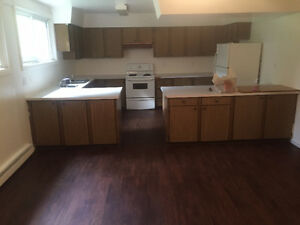 Spacious and clean 2 bedroom unit - available IMMEDIATELY