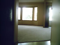 ********* SW CALGARY LARGE 3+ BEDROOM - CEDARBRAE ********