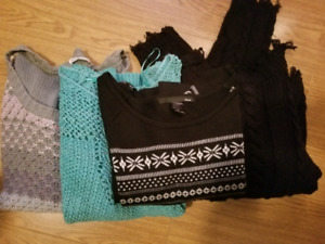 4 Womans sweaters size med for 10$