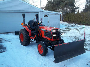 2003 KUBOTA B 2710 4X4 TRACTOR WITH PLOW'S &MOWER DECK