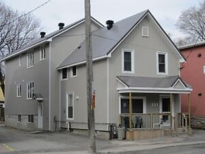 2 Bedrooms Apartment Available in west Centertown Ottawa