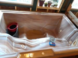 Hot tub $75 located in mattawa