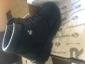 Safety Shoes - Brand New In Box With Tags - Size 9-Black