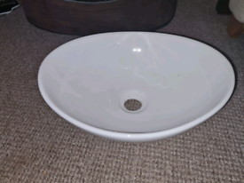 Oval countertop sink