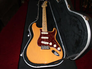 MINT CONDITION 2005 AMERICAN STANDARD FENDER STRATOCASTER