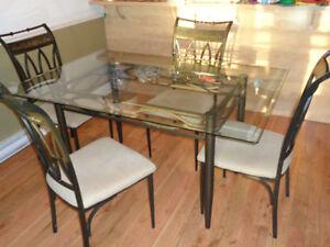 table de salle a manger et 4 chaises