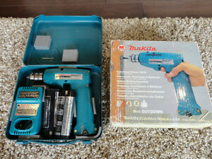 Used Once! Makita 6072 DWK 7.2V Cordless Reversible Drill Set