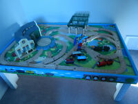 Thomas the Train Island of Sodor Table Roundhouse and Tracks