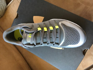 Brand New Ladies 6.5 Under Armour Running Shoes