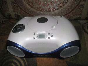 Curtis Digital CD Stereo Boombox RCD311 AM/FM Alarm Clock Radio