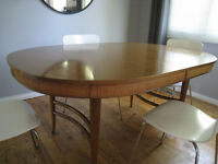 Vintage Oval dining table with leaves