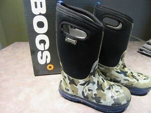Little Boys Size 3 bogs -30 rated