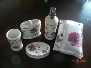 BRAND NEW Bathware Set with Matching Shower Curtain