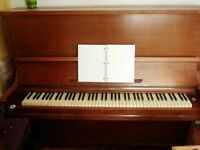 VINTAGE ANTIQUE H. RAEHSE UPRIGHT PIANO