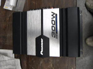 """12"""" Sub woofer 1600 Watts w/Insulated Box and 300W Pioneer Amp London Ontario image 3"""